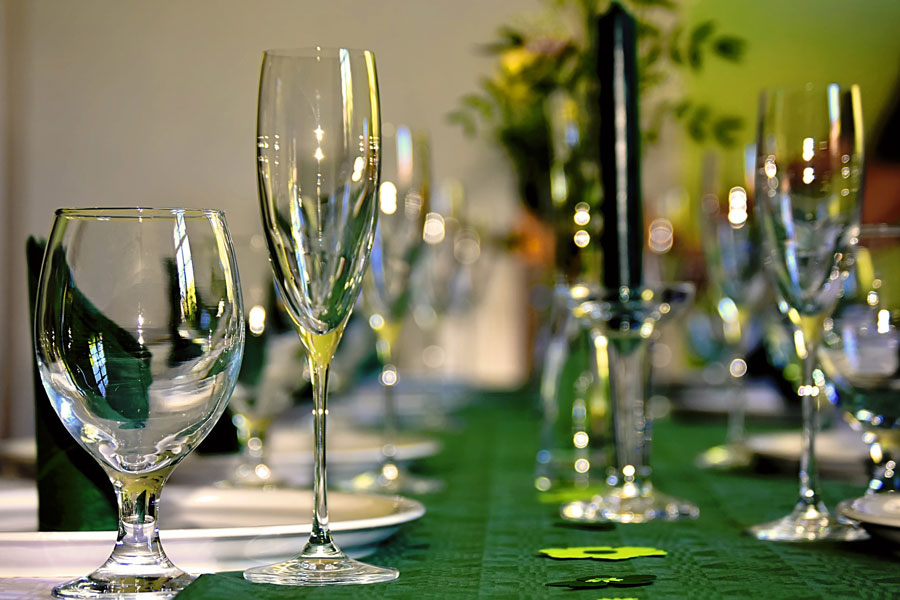 Tischdekoration – festlich-elegant, fröhlich oder stimmungsvoll